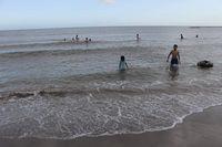 Ayo Wisata ke Pantai Marina di Bantaeng!