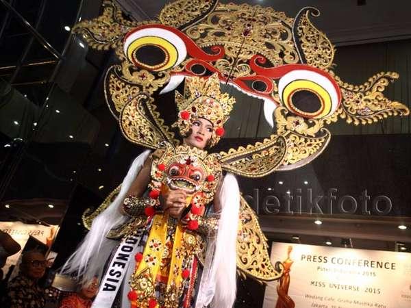 Anindya Pamer Busana untuk Miss Universe 2015