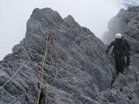 5 'Siksaan' Mendaki Puncak Tertinggi Indonesia