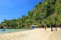 Indonesia Punya Pulau Saingan Phi Phi Island