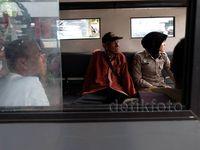 Razia di JPO Surabaya Agar Warga Nyaman