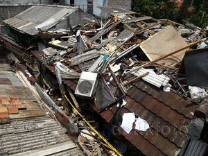 Tabung Gas Meledak, Lima Rumah Hancur