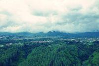 Pemandangan Indah Bandung dari Tebing Keraton