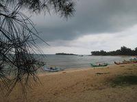 Mengintip Kecantikan Pantai Burung Mandi di Belitung