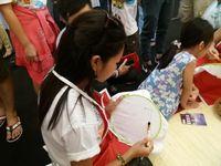 Warga Vietnam Senang Belajar Membatik di Wonderful Indonesia Festival