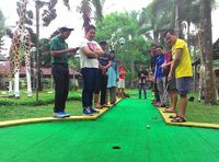 Minggu Santai d'Traveler, Main Mini Golf Sampai Nonton Animal Show