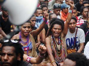 Aksi Mahasiswa Papua di Bundaran HI