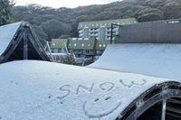 Salju Turun di Hari Kedua Musim Panas di Victoria