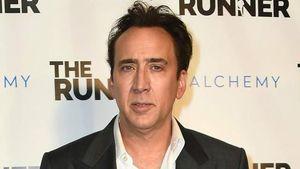 Nicolas Cage Kembalikan Tengkorak Dinosaurus ke Mongolia