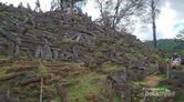 Menjelajahi Gunung Padang