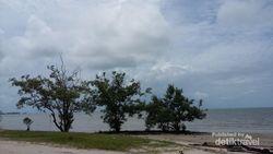 Santai Sejenak di Pantai Tanjung Pendam Belitung