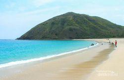 Pantai Mawun di Lombok, Cantiknya Setengah Mati!