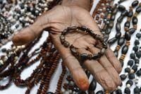 Aksesoris Buatan Suku Abui Alor, Suvenir Unik Buat Pacar Tersayang