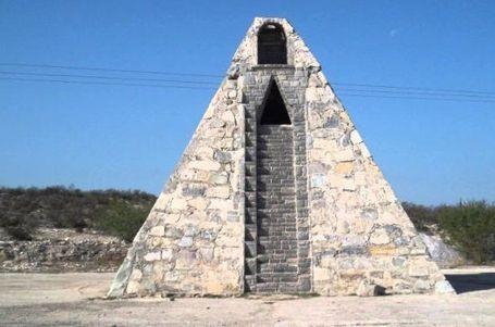 Piramida di Tengah Gurun Meksiko yang Dibuat Untuk Alien