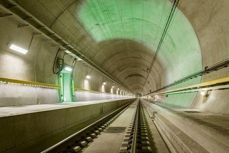 Penampakan Terowongan Kereta Terpanjang Sedunia, 57 Km!