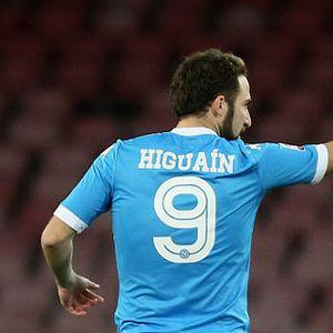 Napoli Bakal Jual Higuain dan Beli Harry Kane