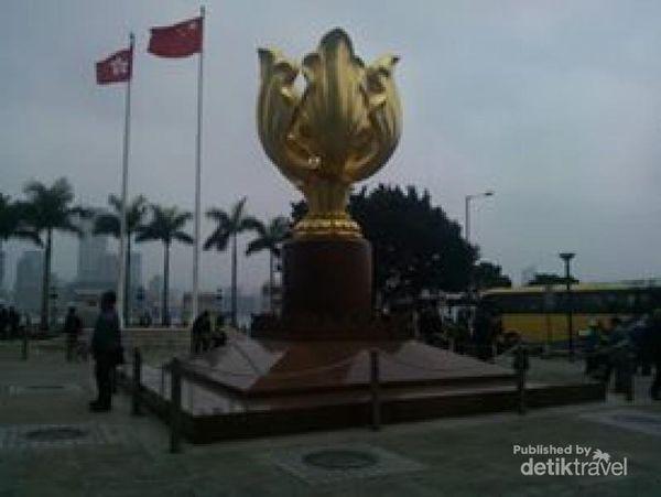 Jejak Sejarah Hong Kong Di Golden Bauhinian Square