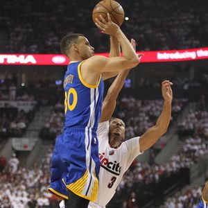 Curry Kembali, Warriors Kalahkan Blazers di Game 4
