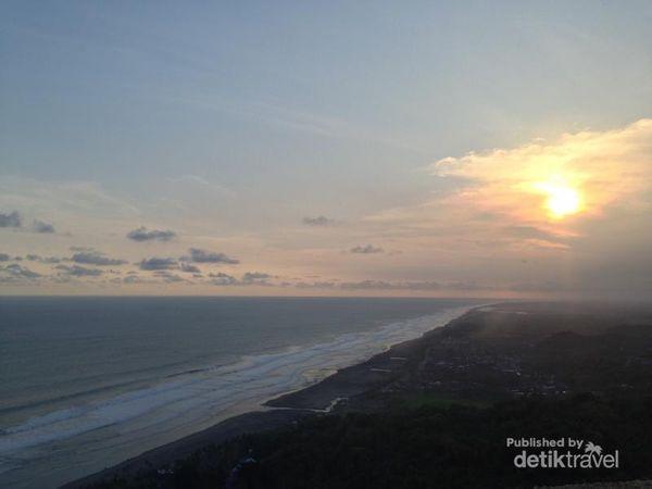 Menikmati Senja Pantai Parangtritis Dari Ketinggian