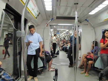 Liburan ke Singapura, Ini 5 Tips Naik MRT