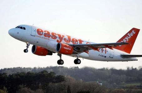 Mabuk Dan Kencingi Penumpang Pesawat, Traveler Ditangkap Polisi Skotlandia