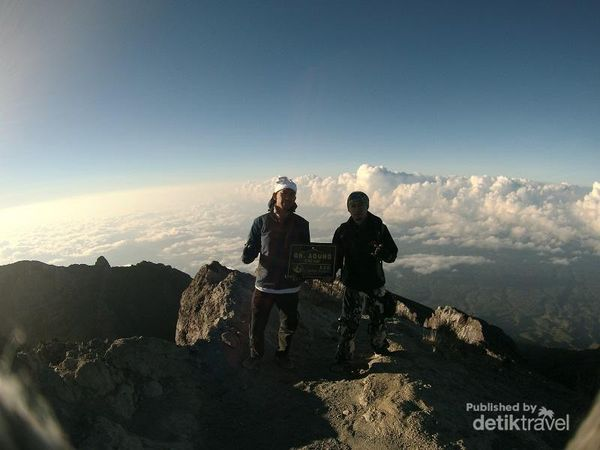 Perjuangan Panjang Mendaki Atap Pulau Bali