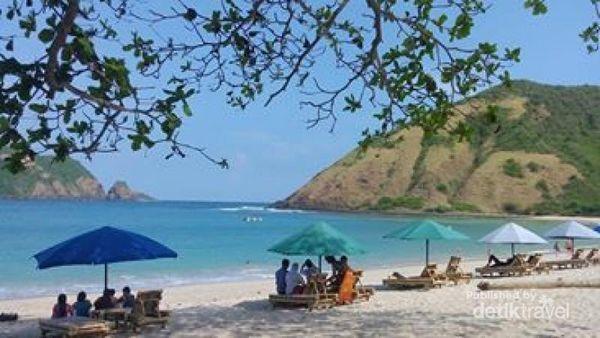 Keindahan Pantai Mawun Untuk Liburan Di Lombok