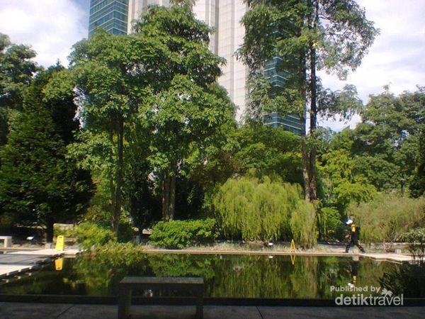Santai Sejenak Di Taman Hort Park, Singapura