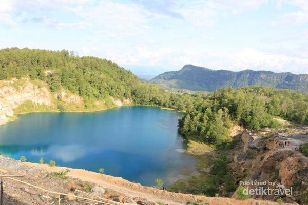 Birunya Danau Tomosu Untuk Liburan Ke Sumbar