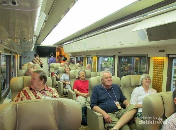 Begini Rasanya Naik Kereta Mewah Menuju Yogyakarta