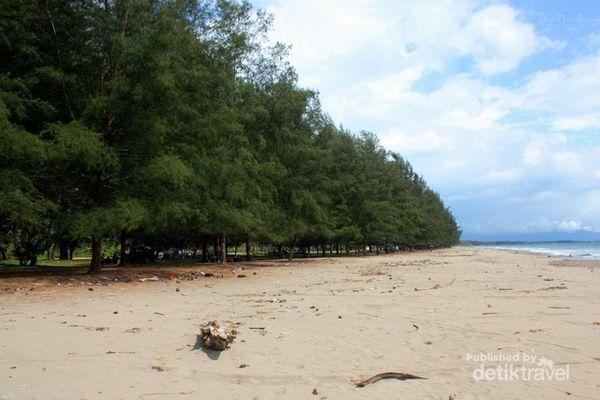 Menghabiskan Weekend Di Pantai Pasie Jambak, Padang