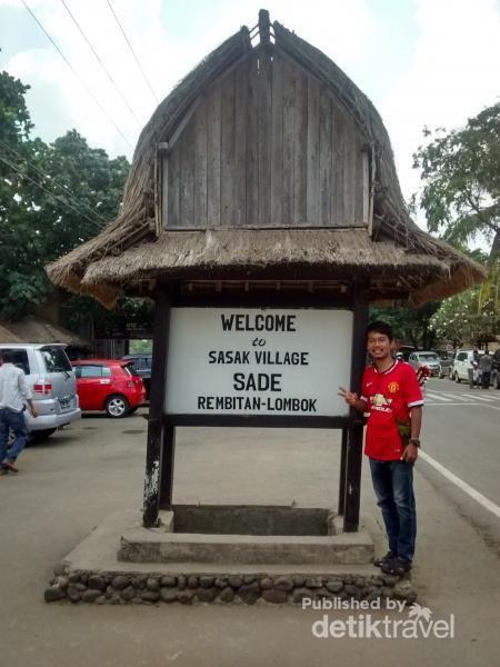 Berburu Suvenir Di Desa Sade, Lombok
