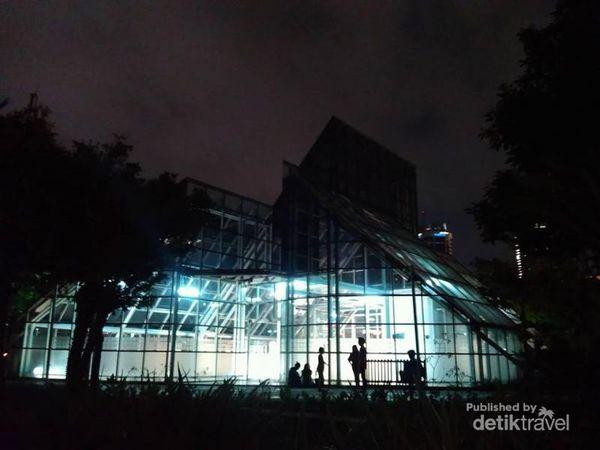 Taman Menteng, Tempat Asyik Menghabiskan Malam Hari Di Jakarta