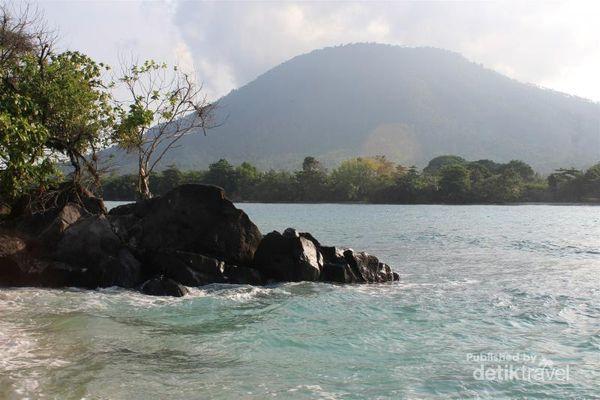 Tiga Alasan Kamu Harus Mengunjungi Pulau Umang-Umang Lampung