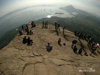 Gunung di Dekat Jakarta yang Bersahabat Buat Pendaki Pemula