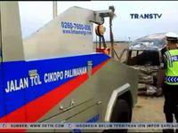 Mobil Travel Terguling dan Terbakar di Tol Cipali