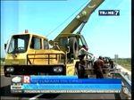 Truk Terperosok Ketebing Disisi Jalan Tol