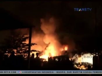 Kebakaran Hebat Melanda Pabrik Plastik