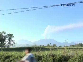 Gunung Raung Kembali Muntahkan Abu Vulkanik, Bandara Ditutup