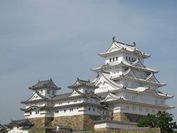 Kastil Himeji, Dewa Ikan & Batu Peti Mati
