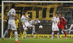Dortmund Mengamuk di Signal-Iduna-Park