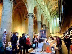 Toko Buku Keren Dalam Gereja Kuno di Belanda