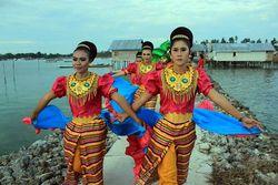 Serunya Karnaval Tengah laut di Morowali, Sulteng