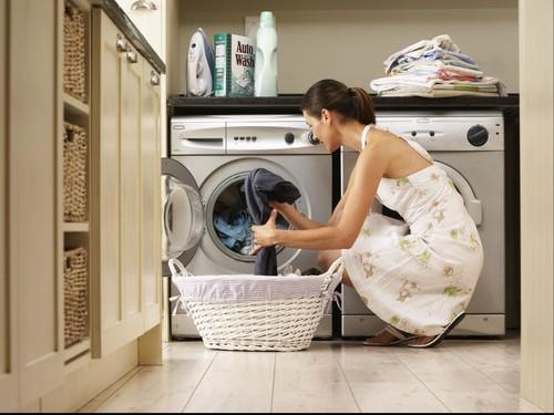 Kesalahan yang Paling Banyak Dilakukan Orang Saat Mencuci Pakaian