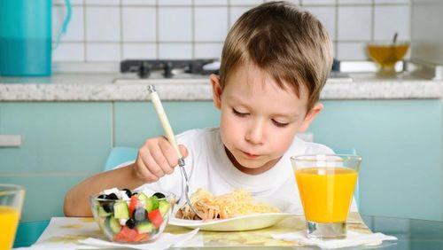 Agar Lidah Terbiasa, Beri Bayi Makanan Sehat Sejak Dini