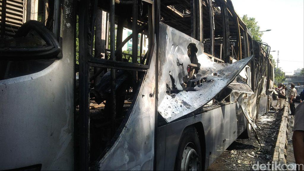 Begini Penampakan TransJ dan Halte Salemba yang Gosong Dilalap Api