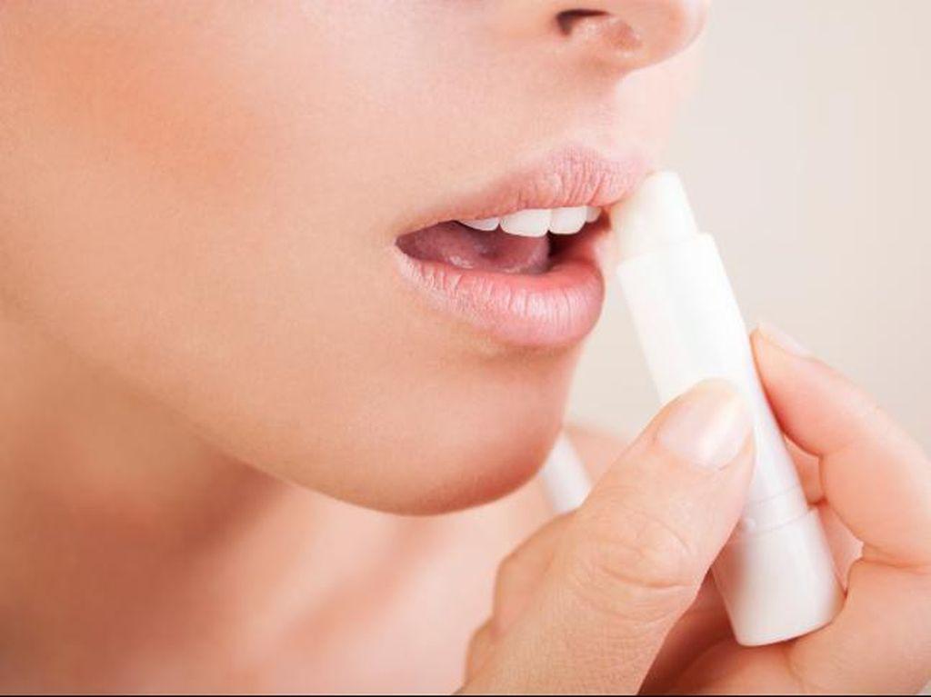 Perhatikan Hal Berikut Jika Ingin Gunakan Lipbalm untuk Atasi Bibir Kering