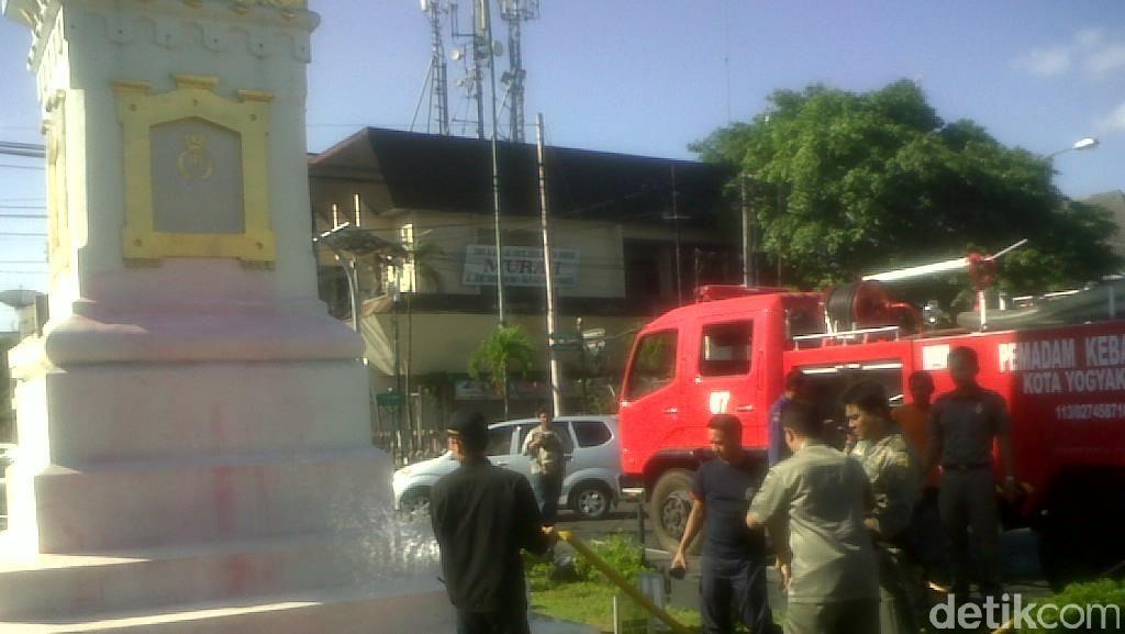 Sultan Sayangkan Aksi Bule Siram Cat ke Tugu Yogyakarta