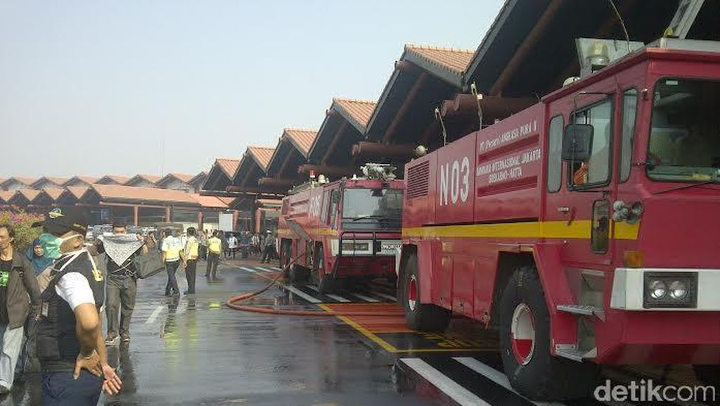 Polisi: Api di Bandara Cengkareng Sudah Padam, Sebaran Asap Masih Ada