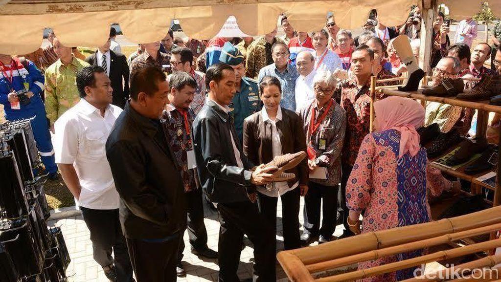 Jaket Kulit 'Penghangat' Jokowi dan Menteri Rini